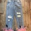 กางเกงยีนทรงบอย ขาดด้านหน้าสองข้าง แต่งปลายขาขนสีชมพู