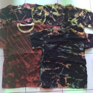 ขายสต็อกเสื้อยืดผ้าดีครับทำเป็นมัดย้อม size S,M ,L,XL ไซ่ เด็ก นะครับประมาณ 8-12 ปีขายแบบเทกะจาด ตัวละ 35 บาท สำเนา