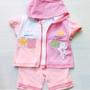 ชุดเด็กสามชิ้นมีฮูดสีชมพลูสวยมากครับ งานส่งออกราคาส่งยกแพ็ค6 ชุดราคา 810 บาท s 12-18-24 mพร้อมส่งจ้า