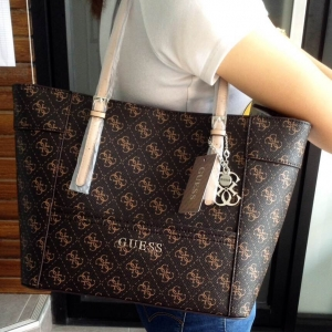 GUESS SAFFIANO SHOPPER BAG *น้ำตาล