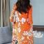 เดรสเกาหลี พร้อมส่ง เดรสทรงปล่อย สีส้มทองพิมลายดอกไม้ thumbnail 8