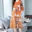 เดรสเกาหลี พร้อมส่ง เดรสทรงปล่อย สีส้มทองพิมลายดอกไม้ thumbnail 9
