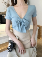 เสื้อยืดผ้านิ่มผูกโบว์ สามารถใส่ได้ทั้ง 2ด้าน จะใส่เป็นคอกลม หรือคอวี ก็ได้ มี 4 สีคือ กากี ส้ม ขาว และฟ้าค่ะ
